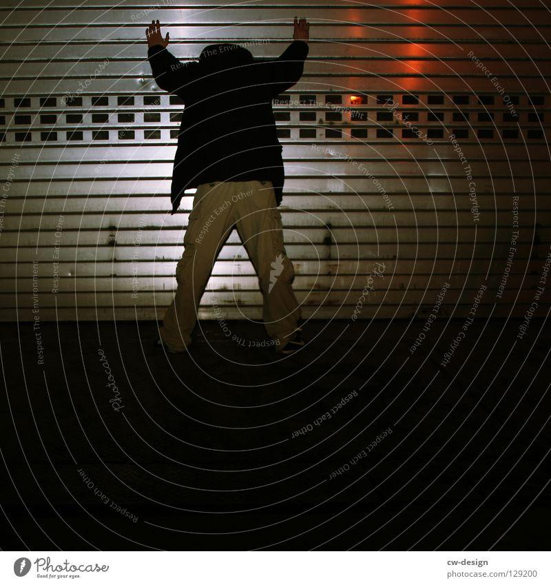 dark | one man standing Blitzlichtaufnahme Nachtaufnahme Erkenntnis nass feucht Notausgang Beton hocken Trauer Verzweiflung Winter Herbst Design