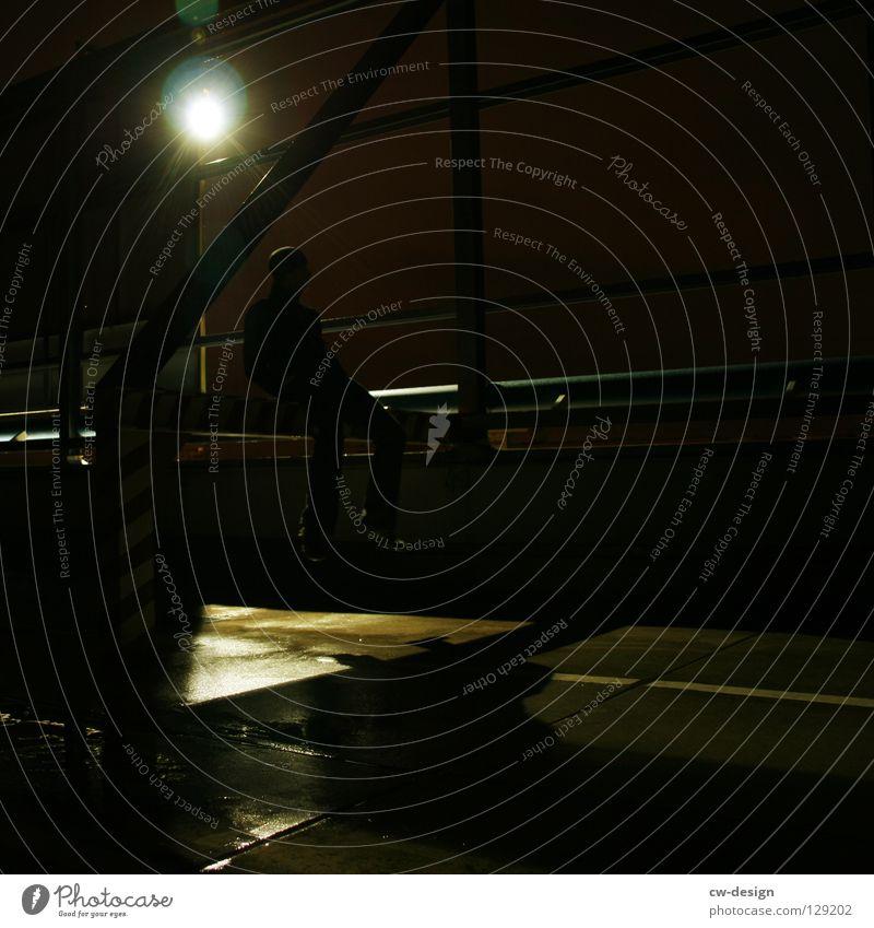 dark | lonesome Mensch Freude Ferne Winter dunkel schwarz kalt Traurigkeit Herbst Beleuchtung Lampe oben Metall springen Design maskulin