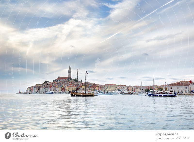Rovinj oder Rovigno in Kroatien am späten Nachmittag Ferien & Urlaub & Reisen Tourismus Architektur Wolken Kleinstadt Stadt Hafen Schifffahrt alt schön blau