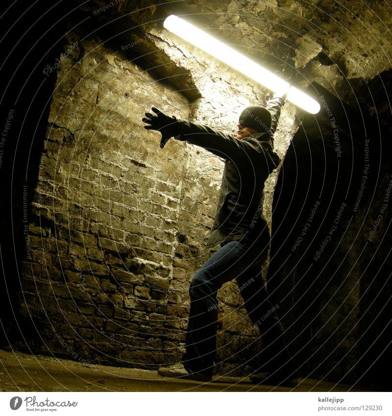 kampf den strompreisen Kämpfer Schwert Zukunft Säbel Krieg Defensive Samurai Mütze Tunnel Keller Neonlicht Licht töten Mann Zeit Überleben Macht böse Show
