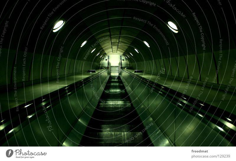 Untergrundbewegung Himmel Stadt grün Einsamkeit dunkel Wege & Pfade Metall Linie Zeit Treppe modern leer Zukunft Filmindustrie Tunnel