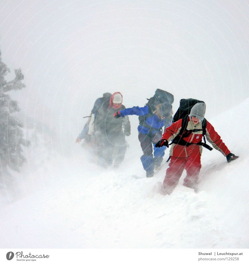'adventure' is a romantic word for trouble Natur Winter Berge u. Gebirge kalt Schneefall wandern Wind gefährlich bedrohlich Jugendkultur Hoffnung Alpen Hütte