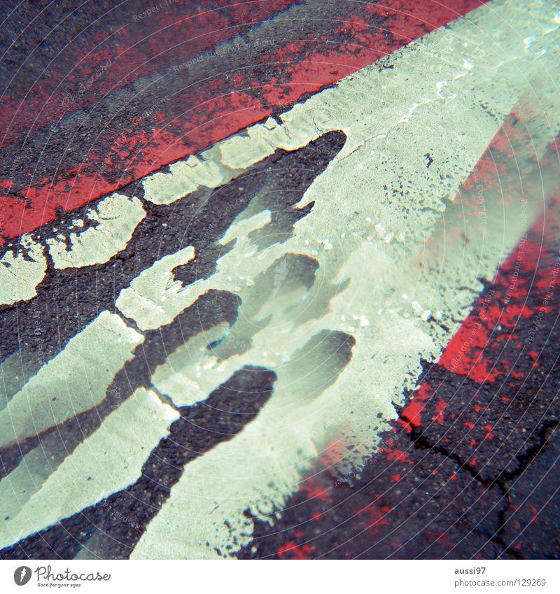Mutter-Kind Tour Parkplatz Parkhaus Asphalt parken abblättern verringern Verbote Prisma 2 Straßennamenschild Lomografie Schilder & Markierungen Hinweisschild
