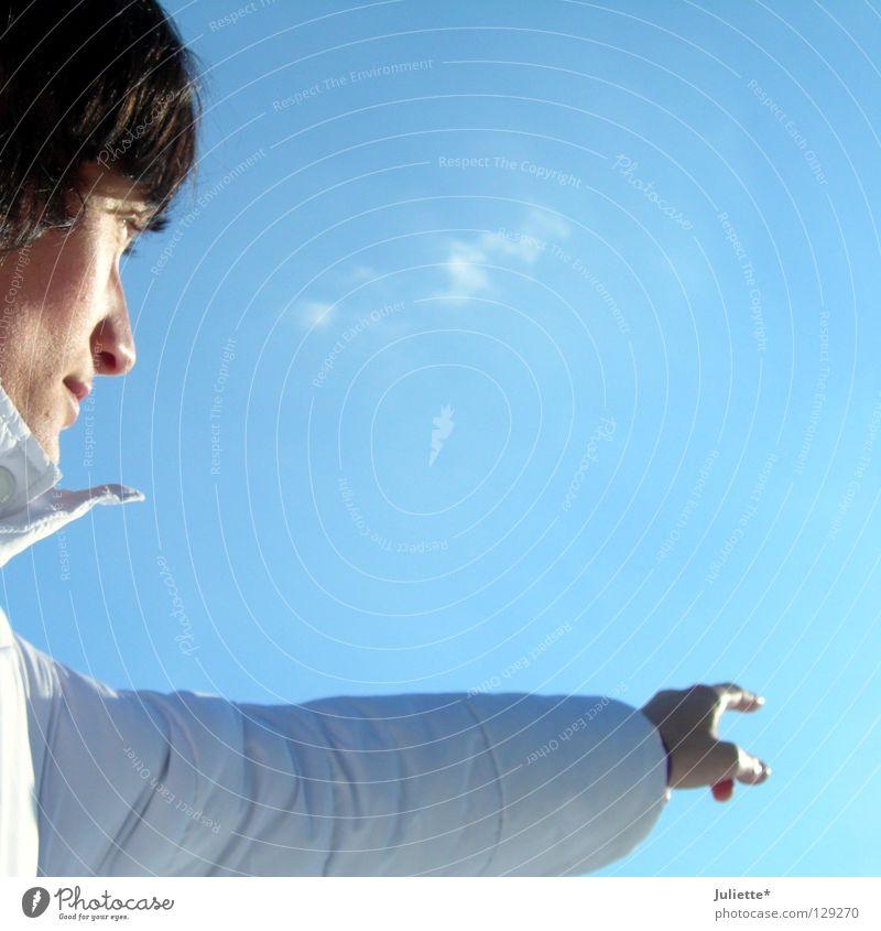 Frauen zeigen was sie wollen! Mensch Frau Himmel blau Hand weiß schwarz Gefühle Haare & Frisuren Finger Luftverkehr Jacke zeigen perfekt himmelblau Behaarung