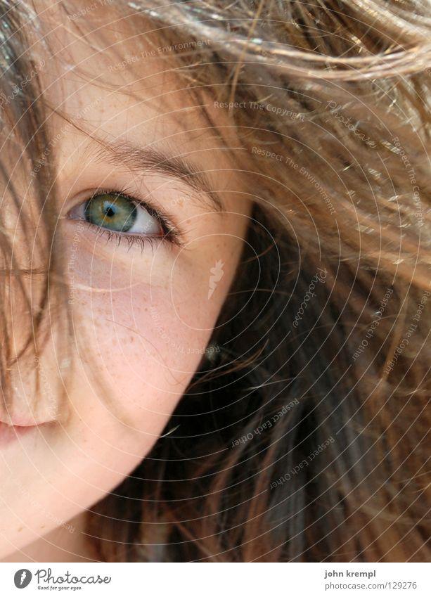 kuckuck Kind Jugendliche Mädchen grün Freude Gesicht Auge lachen Haare & Frisuren Wind Fröhlichkeit Freundlichkeit gefangen Überraschung Hallo