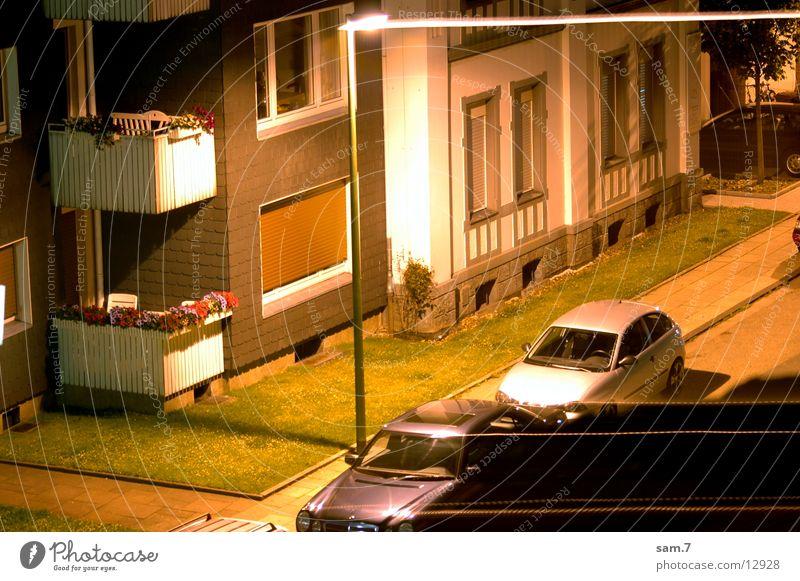 NightLight Haus Straße PKW Lichtstreifen