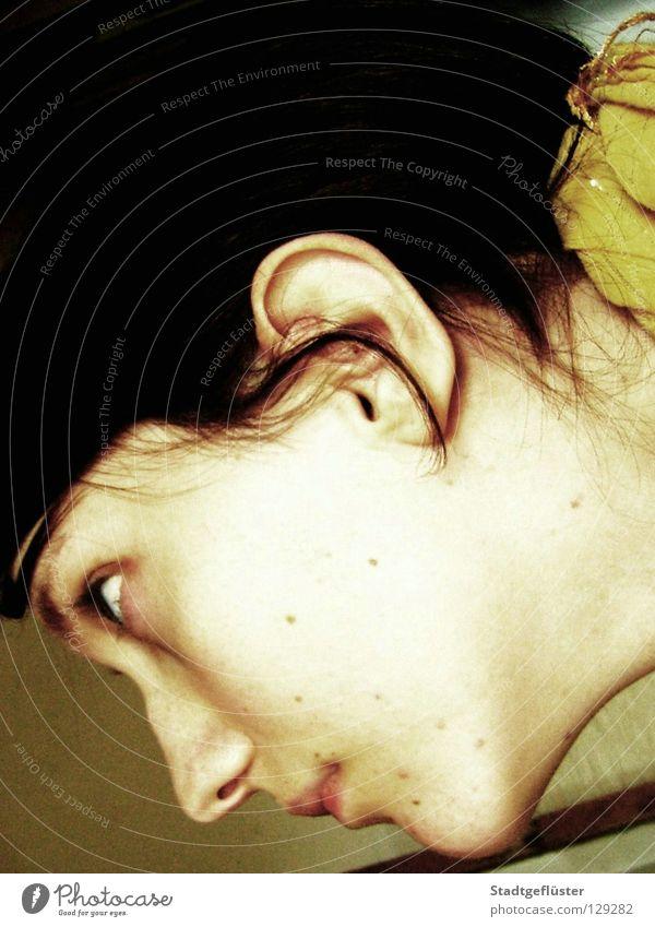 Mademoiselle Julia Selbstportrait schwarz Porträt gelb Jugendliche Romeo und Julia Haare & Frisuren Gesicht Tuch