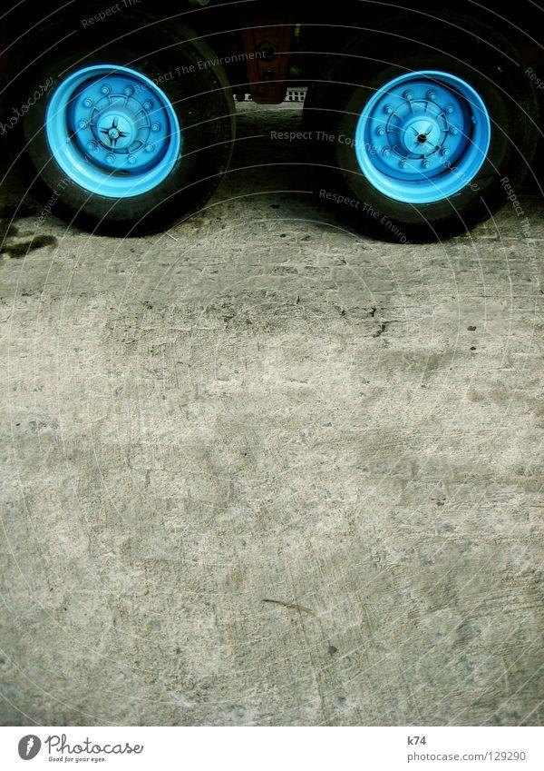 ZWEI RÄDER Straßenhaftung bodenständig Lastwagen Nutzfahrzeug Transporter rund himmelblau babyblau dick schwer Gewicht Zement Beton Kopfsteinpflaster robust