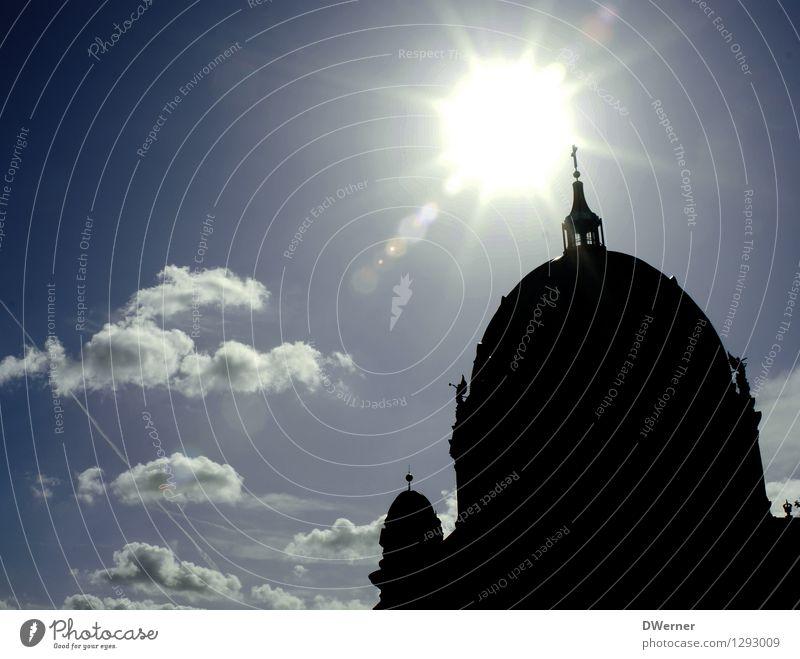 Der Dom Himmel blau Sonne Wolken Architektur Berlin Religion & Glaube glänzend Tourismus leuchten groß Kirche Schönes Wetter Hauptstadt Sehenswürdigkeit