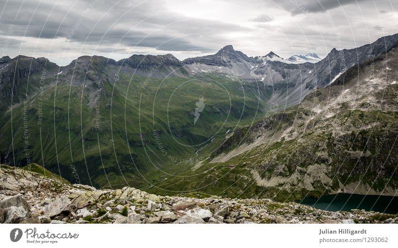 grünes Tal Lifestyle Freizeit & Hobby Ferien & Urlaub & Reisen Tourismus Ausflug Abenteuer Ferne Freiheit Berge u. Gebirge wandern Umwelt Natur Landschaft Tier