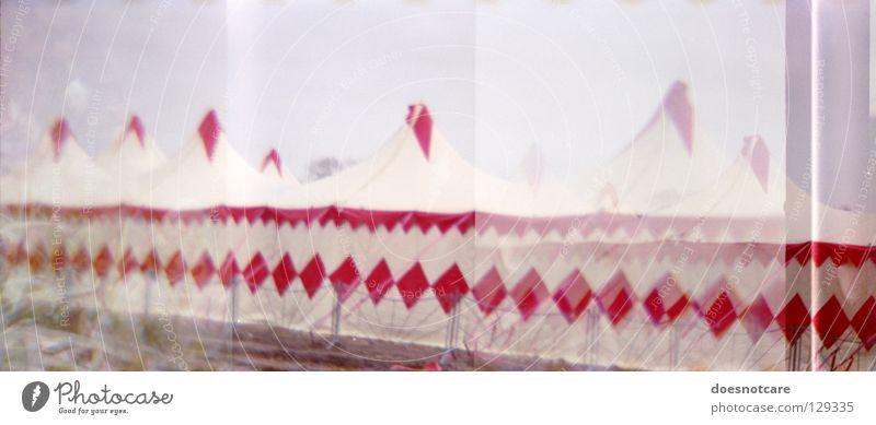 Meine Damen, Meine Herren..! Zirkus Zelt Lomografie Panorama (Aussicht) Attraktion Kunst Kultur Freude Mehrfachbelichtung 35mm Diana+ groß Panorama (Bildformat)