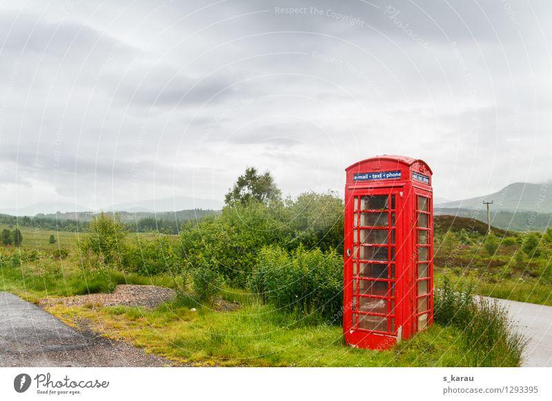 Einsame Telefonzelle in den schottischen Highlands Natur Ferien & Urlaub & Reisen alt Pflanze grün rot Einsamkeit Landschaft Straße Senior Wiese Feld Tourismus
