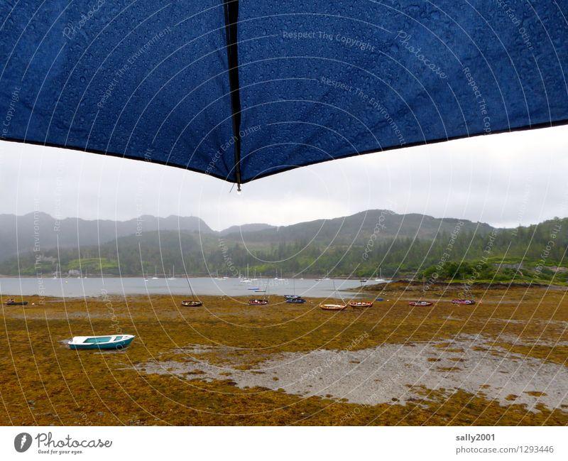 scottish rain... Natur Meer Einsamkeit Landschaft ruhig Wolken dunkel kalt Berge u. Gebirge Traurigkeit natürlich Küste Wasserfahrzeug Regen trist beobachten