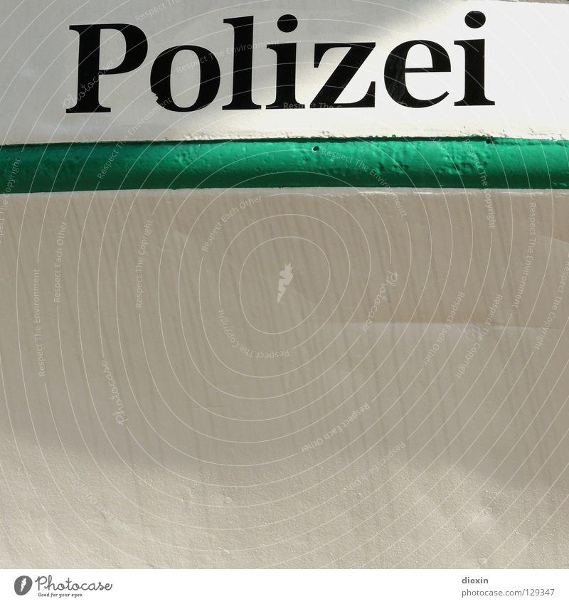 Polizei Schriftzeichen Buchstaben Typographie Wort Bildausschnitt Anschnitt Überwachung Exekutive Bordwand Polizeiboot Lateinische Schrift