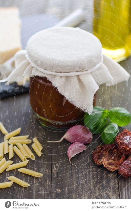 Pesto selbstgemacht Lebensmittel Ernährung Mittagessen Bioprodukte Vegetarische Ernährung Slowfood Italienische Küche lecker Tomatenpesto Einmachglas Nudeln