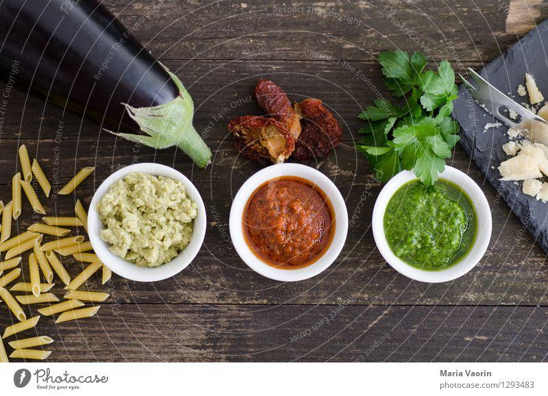 Pestoallerlei Lebensmittel Gemüse Kräuter & Gewürze Ernährung Mittagessen Vegetarische Ernährung Slowfood Italienische Küche Schalen & Schüsseln Messer Holz