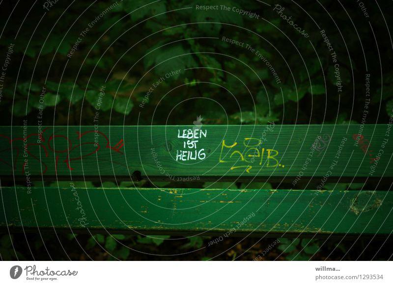 0815 AST | das ist es grün dunkel Leben Schriftzeichen Bank heilig Text Schmiererei Redewendung Sinn Parkbank dunkelgrün