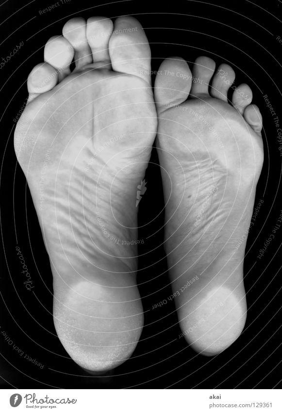 46-37 zierlich Zehen Fußspur Fußmatte Fußballen Schwimmhilfe Freude Schwarzweißfoto Self Froggy akai grösse37 grösse46 quadratlatschen Scan rist