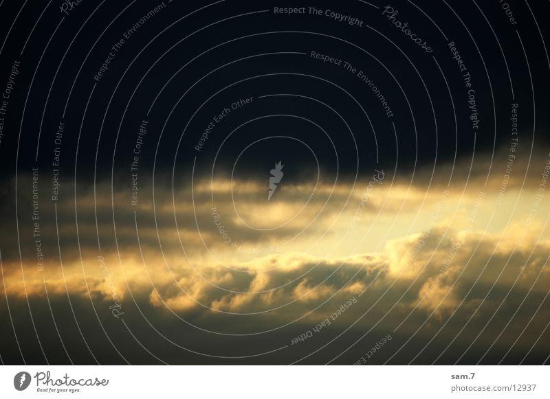 Der Himmel öffnet sich Wolken Sonnenstrahlen Ferien & Urlaub & Reisen Detailaufnahme puffy