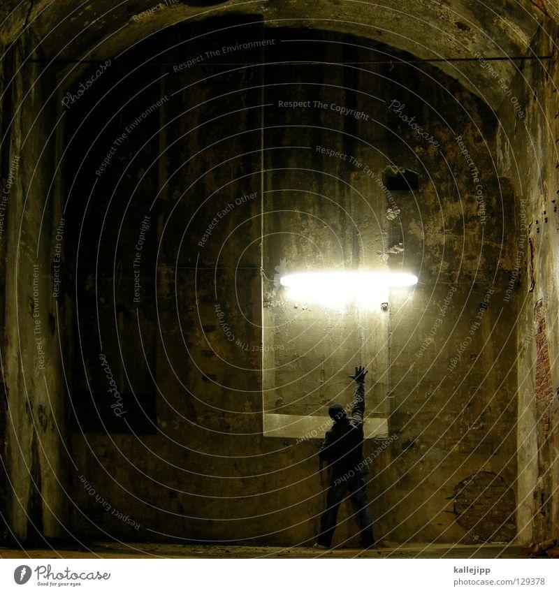 lichtgriff Mann Silhouette Dieb Krimineller Ausbruch Flucht umfallen Fenster Parkhaus Licht Geometrie Gegenlicht Jacke Mantel Mütze Thriller Handschuhe