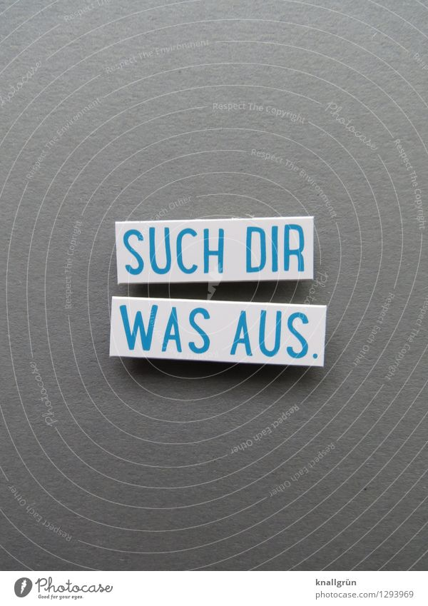 SUCH DIR WAS AUS. blau weiß Freude Gefühle grau Zufriedenheit Schilder & Markierungen Schriftzeichen Perspektive Kommunizieren Neugier Wunsch Überraschung Vorfreude Inspiration eckig