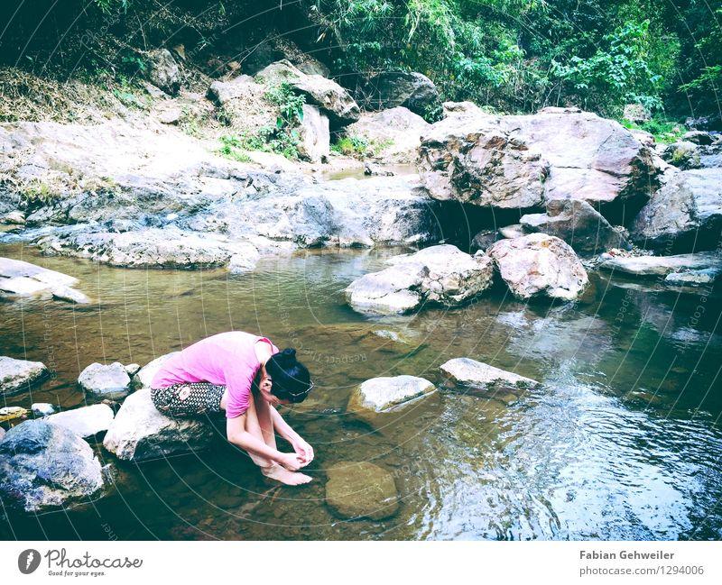 Girl at the River Mensch Frau Natur Ferien & Urlaub & Reisen Wasser Erholung ruhig Erwachsene feminin Gesundheit Schwimmen & Baden Zufriedenheit