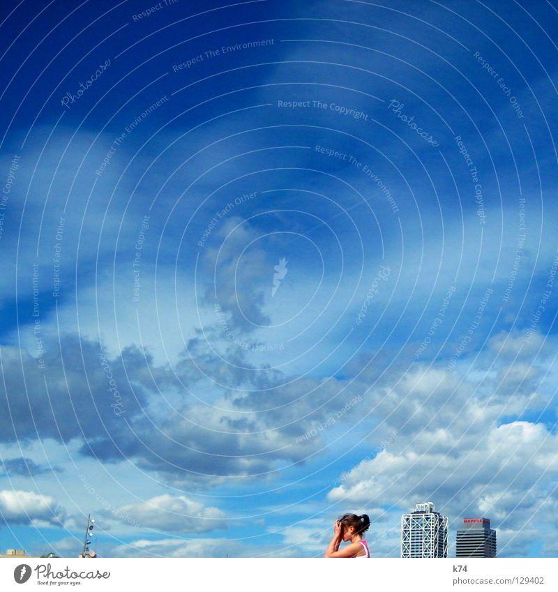 ZWEI TÜRME Frau Mensch Himmel blau Sommer Wolken Freiheit fliegen Hochhaus frei groß Turm Macht New York City Täuschung Koloss