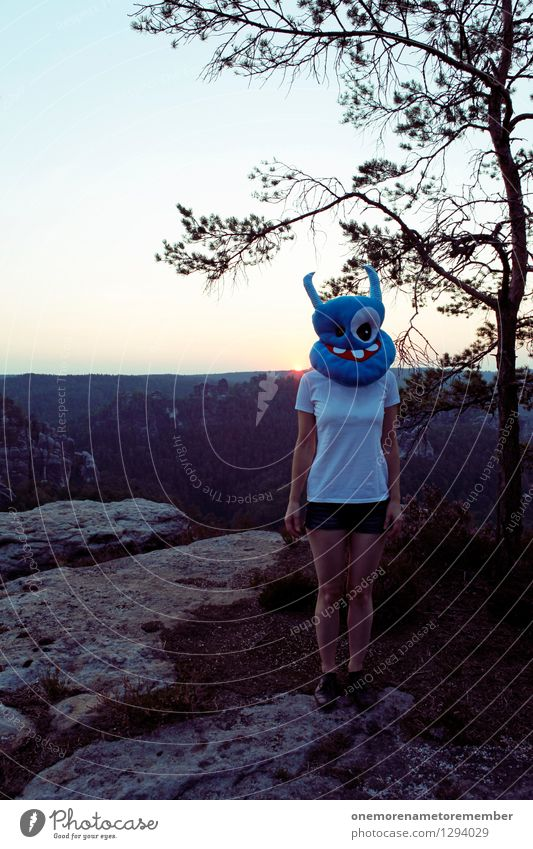 Rumsteher blau Freude lustig außergewöhnlich Kunst Felsen stehen ästhetisch verrückt Kreativität Ausflug T-Shirt Maske bewegungslos Kunstwerk Monster