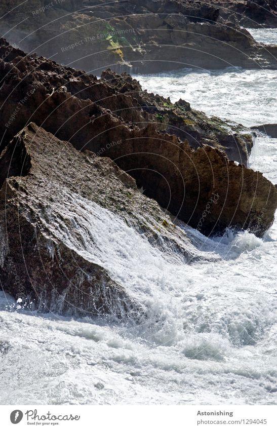 Rückfluss I Umwelt Natur Landschaft Urelemente Wasser Sommer Unwetter Felsen Wellen Küste Bucht Meer Atlantik Rabat Marokko Stein dunkel hell nass braun schwarz
