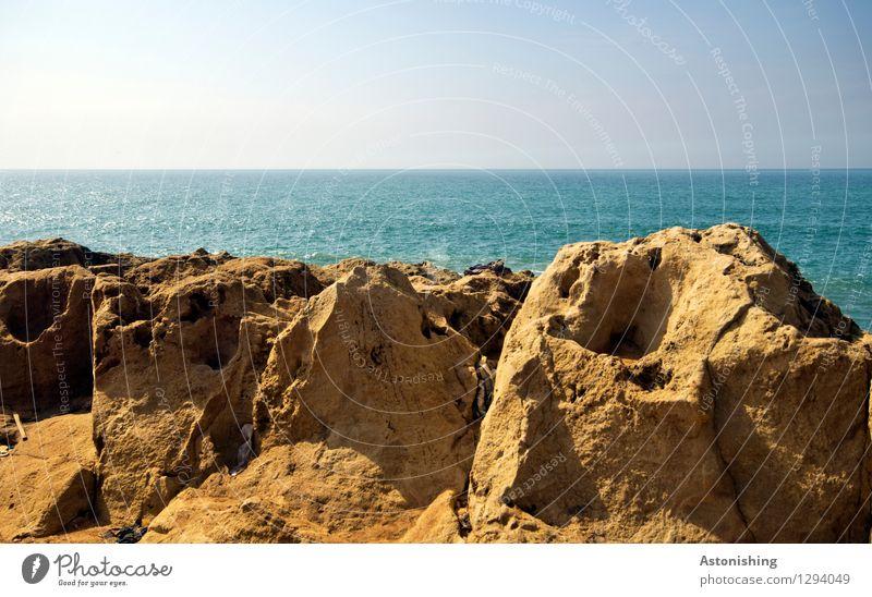 3-Schichten-Landschaft Umwelt Natur Wasser Himmel Horizont Sommer Wetter Schönes Wetter Felsen Wellen Küste Meer Atlantik Rabat Marokko Stein einfach blau braun