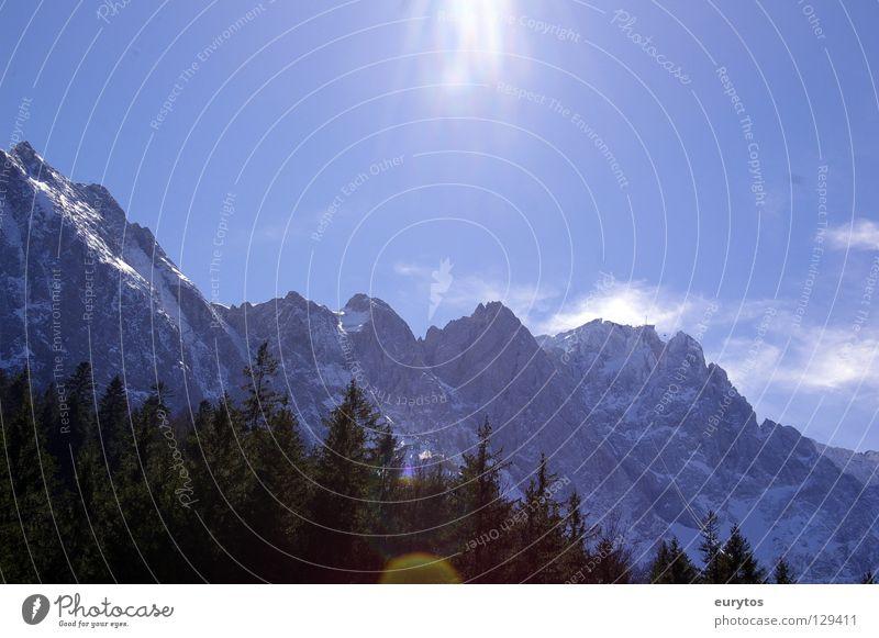 Zugspitze 2964 m Natur Himmel weiß Baum Sonne blau Winter Wald Schnee Berge u. Gebirge Landschaft hoch Gipfel Tal Garmisch-Partenkirchen