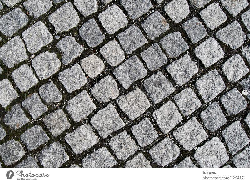 Reih und Glied Straße grau Stein Platz Bodenbelag Quadrat Handwerk Reihe historisch Verkehrswege Kopfsteinpflaster diagonal Parkplatz Anordnung hart