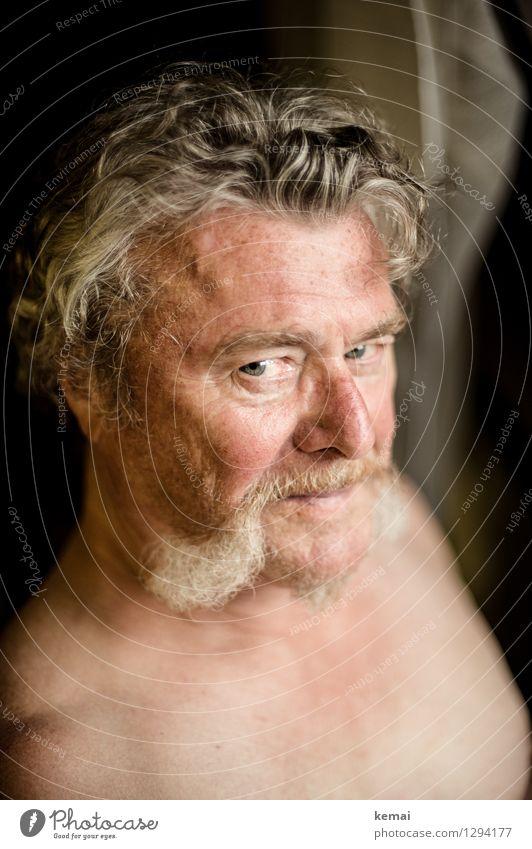 Herr Maier kann auch lächeln Lifestyle Mensch maskulin Mann Erwachsene Männlicher Senior Leben Kopf Gesicht 1 Locken Bart Backenbart Lächeln Blick alt