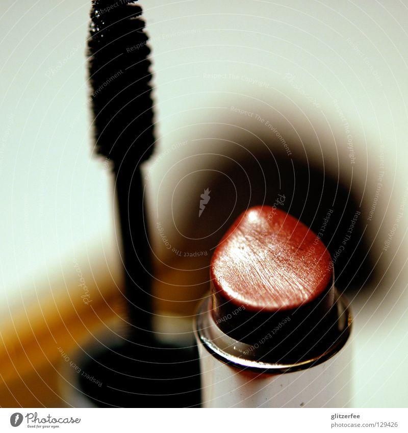 schminkischminki Schminke Lippenstift Wimperntusche Pinsel Rouge Schminken verschönern unterstreichen Unschärfe Farbe Maske verstecken Makroaufnahme lipstick