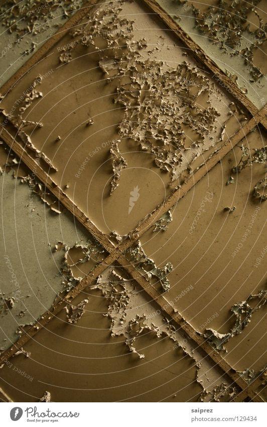 abgeblättert abblättern verfallen Decke Deckenplatten Farbe alt schäbig
