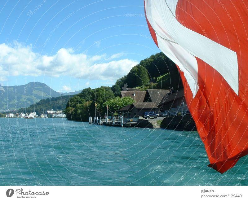 Dampferfahrt auf dem Vierwaldstätter See Wasser Haus Berge u. Gebirge Fahne Schweiz Dampfschiff