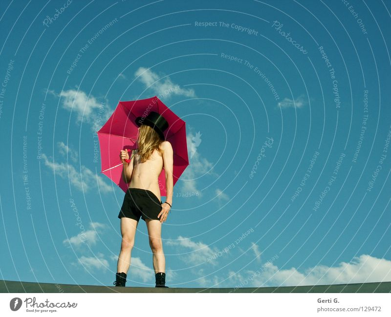 Hosen runter Mensch Himmel Mann Jugendliche schön Wolken schwarz Erotik Linie Körper blond rosa Junger Mann Perspektive Körperhaltung Regenschirm