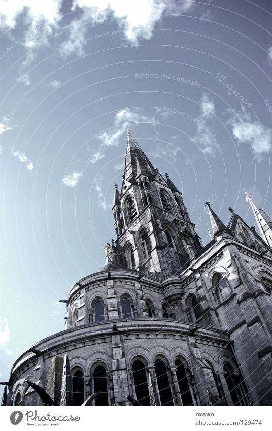 himmelhoch alt Himmel dunkel Stein Religion & Glaube Architektur hoch Niveau bedrohlich Turm Gebet vertikal Gotik Kathedrale Gotteshäuser Katholizismus