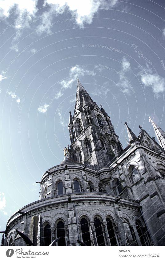 himmelhoch Gotik Neogotik Religion & Glaube Gebet vertikal bedrohlich dunkel Gotteshäuser Katholizismus Kathedrale Himmel Stein alt Turm Glockenturm Niveau