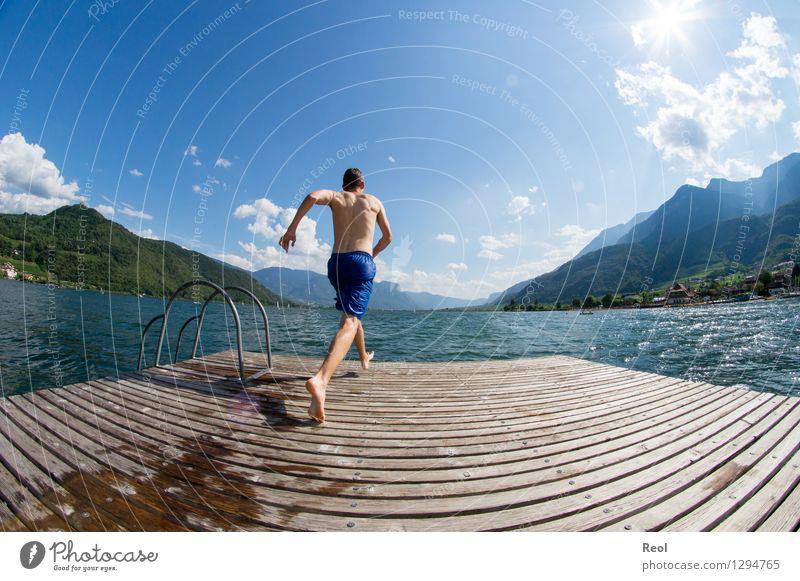 Anlaufen Mensch Ferien & Urlaub & Reisen Jugendliche Sommer Wasser Sonne Erholung Junger Mann Landschaft Freude Ferne Umwelt Schwimmen & Baden See springen