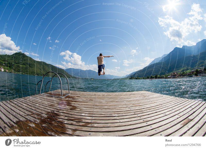 Fliegen Mensch Ferien & Urlaub & Reisen Jugendliche Sommer Wasser Sonne Erholung Junger Mann Landschaft Freude Ferne Strand Schwimmen & Baden See springen
