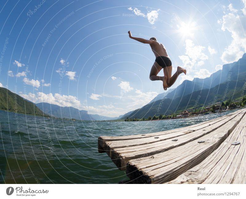Ins kühle Nass Freude sportlich Fitness Schwimmen & Baden Ferien & Urlaub & Reisen Ausflug Ferne Sommer Sommerurlaub Sonne Sonnenbad Mensch maskulin Junger Mann