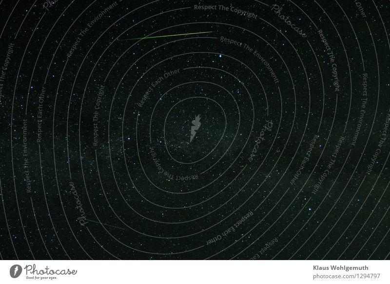 Du musst daran glauben Feuer Nachthimmel Stern Sommer Schönes Wetter fliegen leuchten Geschwindigkeit blau gelb grün rot schwarz weiß Astronomie Meteor