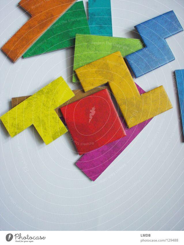 Tetris ohne Computer grün blau rot gelb Farbe Spielen Denken braun orange Buchstaben Geschwindigkeit Ecke violett Konzentration Quadrat Teile u. Stücke