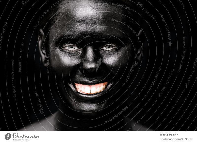 crazy black (2) Frau Freude schwarz dunkel lachen Traurigkeit dreckig verrückt Porträt geheimnisvoll außergewöhnlich grinsen Geister u. Gespenster mystisch Unsinn unheimlich