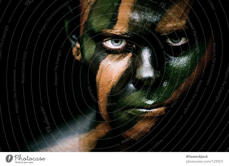 Camouflage Girl (6) - Dead Serious! Frau grün schwarz Gesicht Auge dunkel kalt Stil braun Kraft Angst verrückt gefährlich Macht bedrohlich Bad