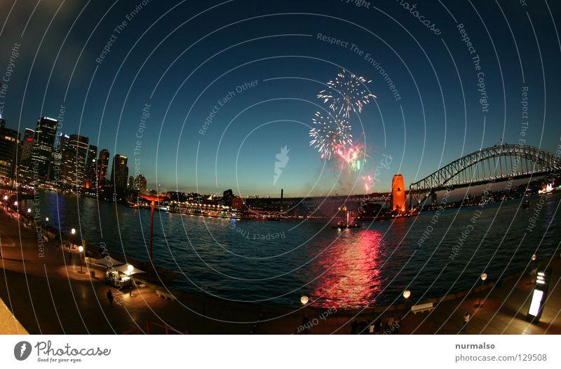 Australische Hochzeit Australien Sydney Nacht Wasserfahrzeug Feuerwerk Hochhaus hüpfen Ferien & Urlaub & Reisen trampen tauchen Strand resignieren Fallensteller