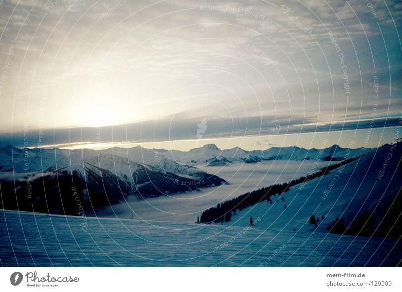wolkental Winter Wolken Berge u. Gebirge Beleuchtung Schweiz Tal Skipiste Berner Oberland Grindelwald über den Wolken
