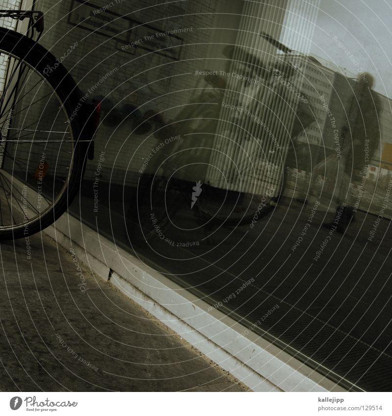 zweitrad Reflexion & Spiegelung Fenster Fußgänger Fahrrad Platz Alexanderplatz Schaufenster Fensterscheibe window Mensch tragen economy Gastronomie transprt