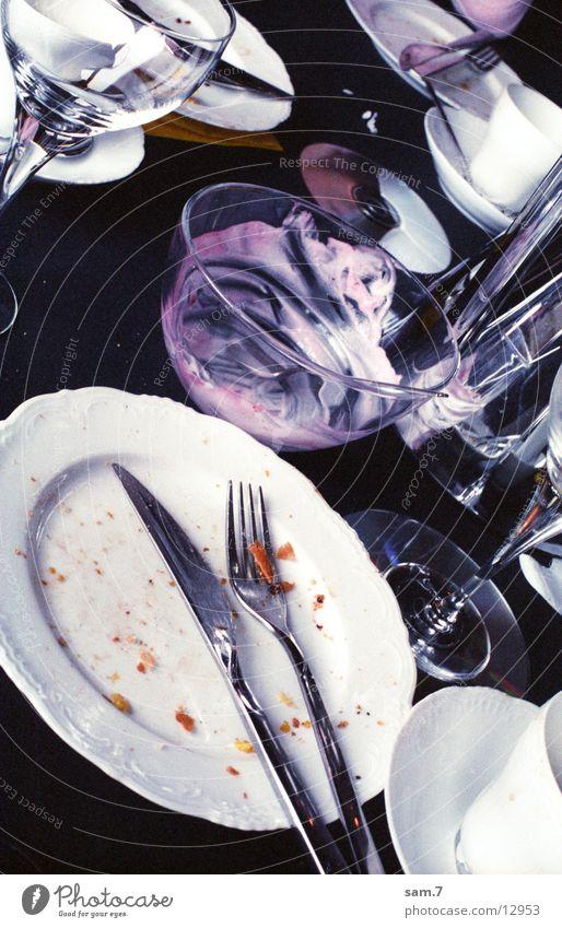 Partyleftovers Ernährung dreckig Glas Häusliches Leben Geschirr gebraucht